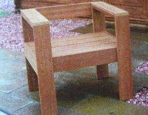 まだ丸くはなれない椅子